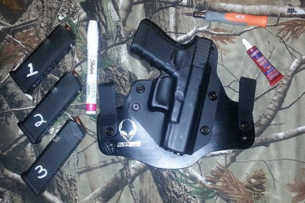 Top 8 The Best IWB Holster For Glock 19 In 2020 Reviews
