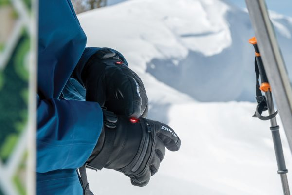 Best Heated Gloves 2020 – Top 10 Rated Reviews & Buying Guide